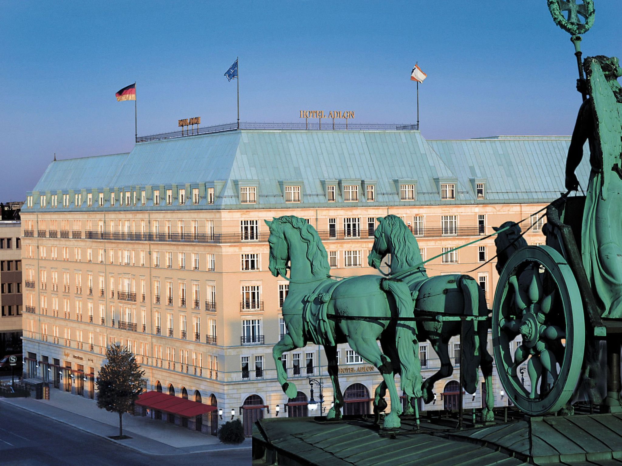 Hotel-Adlon-Exterior_1890_Original